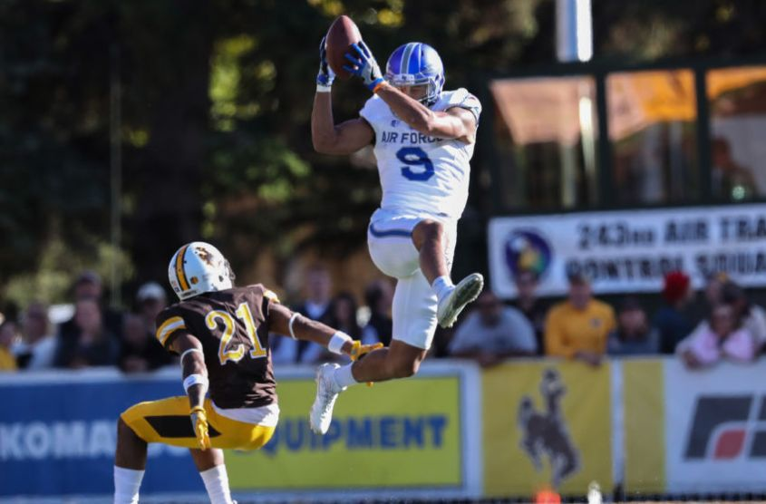 9596256-ncaa-football-air-force-at-wyoming-850x560